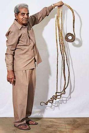 Wow ! Pria Ini Memiliki Kuku Sepanjang 2 Meter / Terpanjang Sedunia