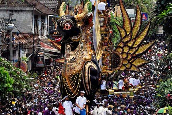 Tradisi Ngaben di Bali - budaya lokal Indonesia
