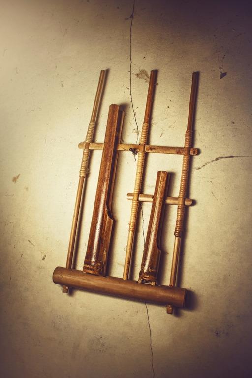 Contoh budaya lokal - alat musi - angklung
