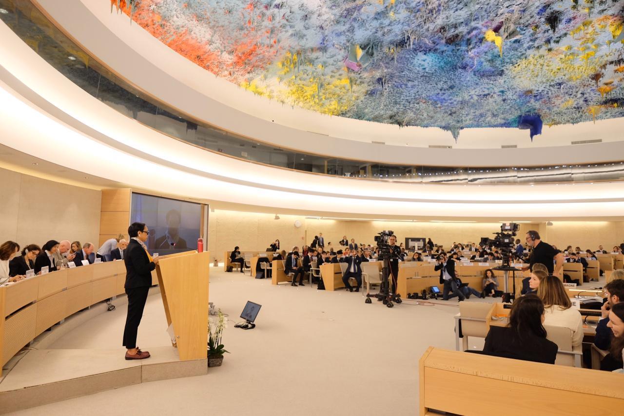 tugas perwakilan diplomatik untuk Mempromosikan negara